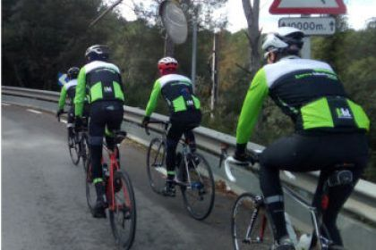 Rent road bikes from Terra Bike Tours to enjoy group rides in Barcelona